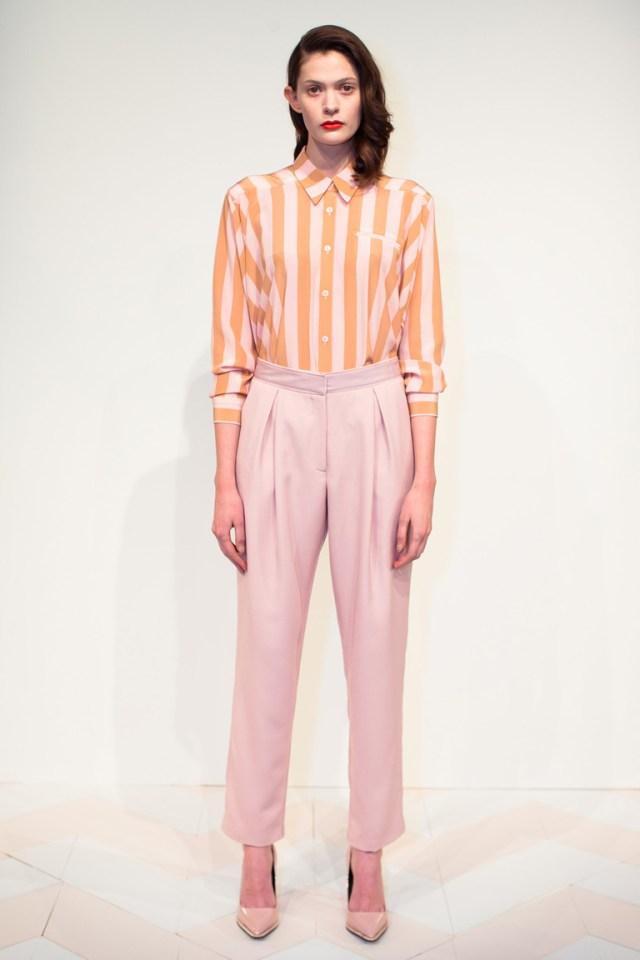 Одежда модного розового цвета 2016 – розовые брюки с модной полосатой рубашкой 2016 – Kaelen