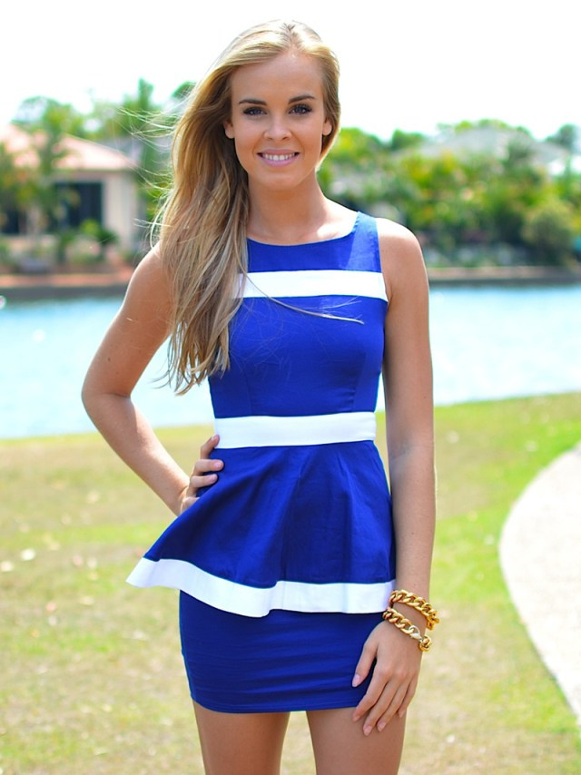 Бело-синее платье – фото новинки сезона