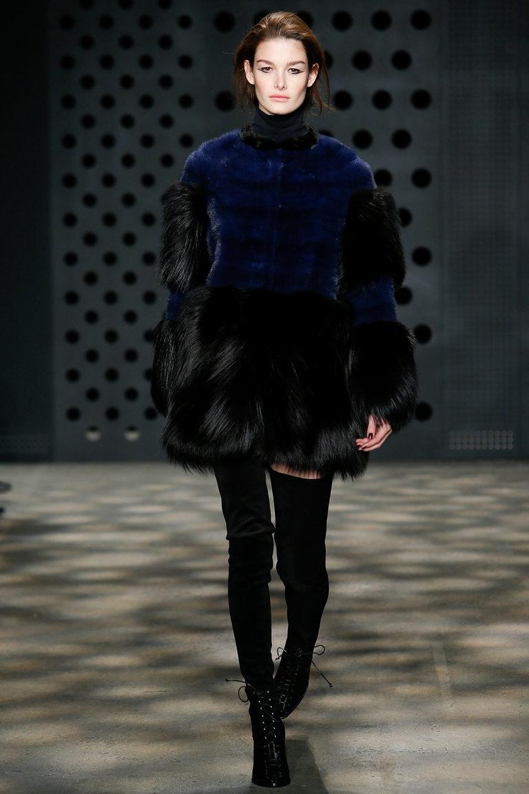 С чем носить васильковую юбку