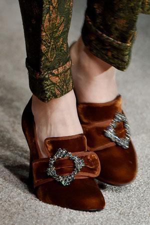 Модные туфли осень-зима 2015-2016 в старинном стиле фото Alberta Ferretti