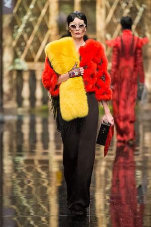 Фото модной прически с челкой осень-зима 2015-2016 – Alexander Arutyunov
