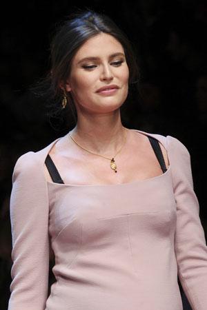 Модная прическа с ровным пробором осень-зима 2015-2016 фото Dolce & Gabbana