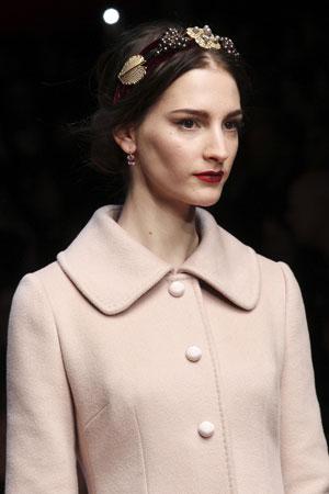 Пучок – модная прическа осень-зима 2015-2016 фото Dolce & Gabbana