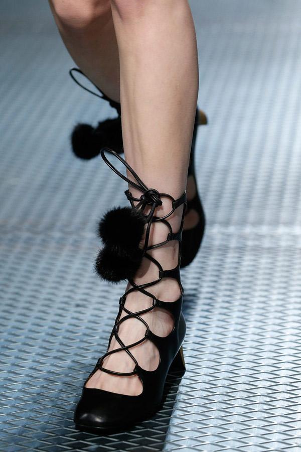 Модные туфли босоножки 2016 со шнуровкой – фото Gucci