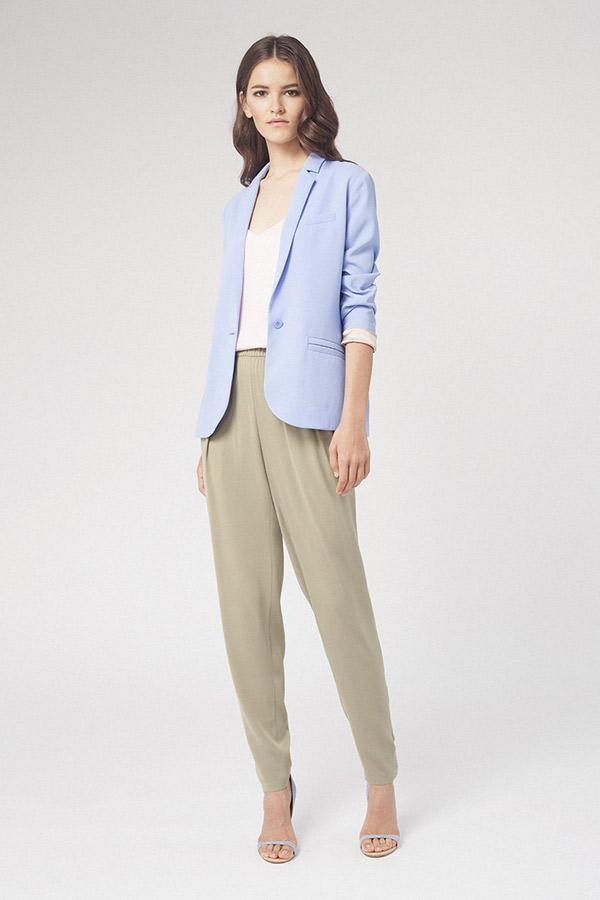 Серые модные брюки с голубым пиджаком – фото весна-лето 2016 Alexander Terekhov