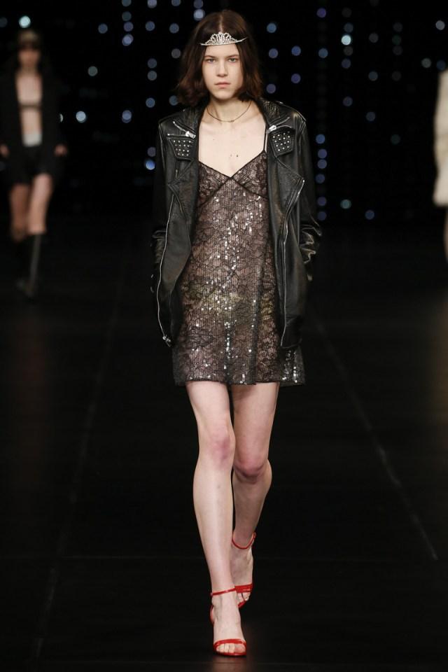 Модная кожаная куртка 2016 с заклепками – фото Saint Lauren