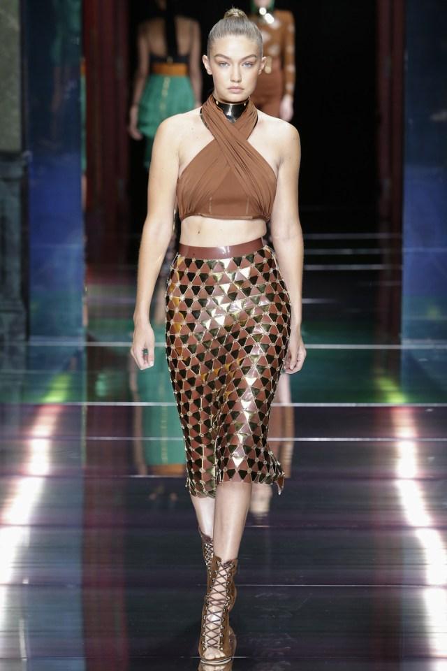 Коричневая блестящая юбка карандаш 2016 – фото новинка в коллекции Balmain