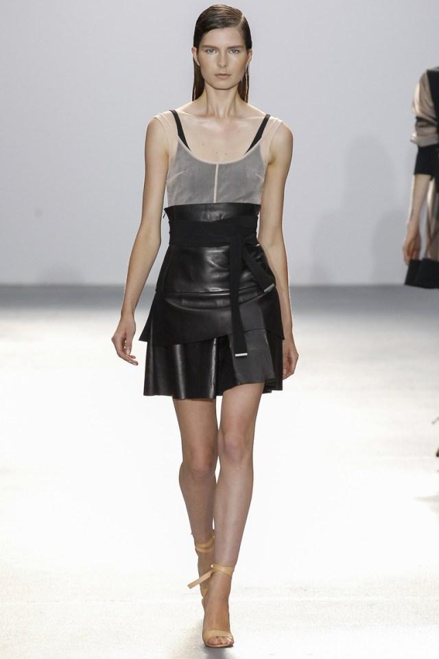 Модная черная кожаная юбка 2016 фото новинка от David Koma