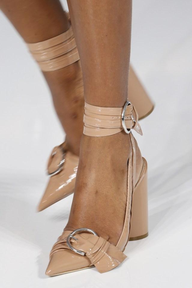 Бежевая модная обувь – фото новинка 2016 от Christian Dior
