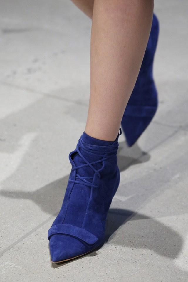 Синяя модная обувь 2016 с ремешками – фото новинка от Derek Lam