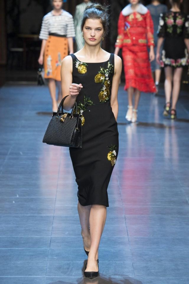 Обтягивающее модное черное платье 2016 года – фото новинка от Dolce & Gabbana