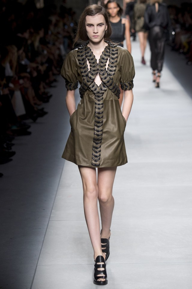 Модное кожаное платье 2016 цвета хаки – фото новинки от Fendi