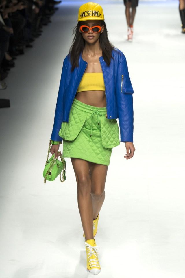 Синяя модная короткая куртка 2016 – фото новинка в коллекции Moschino