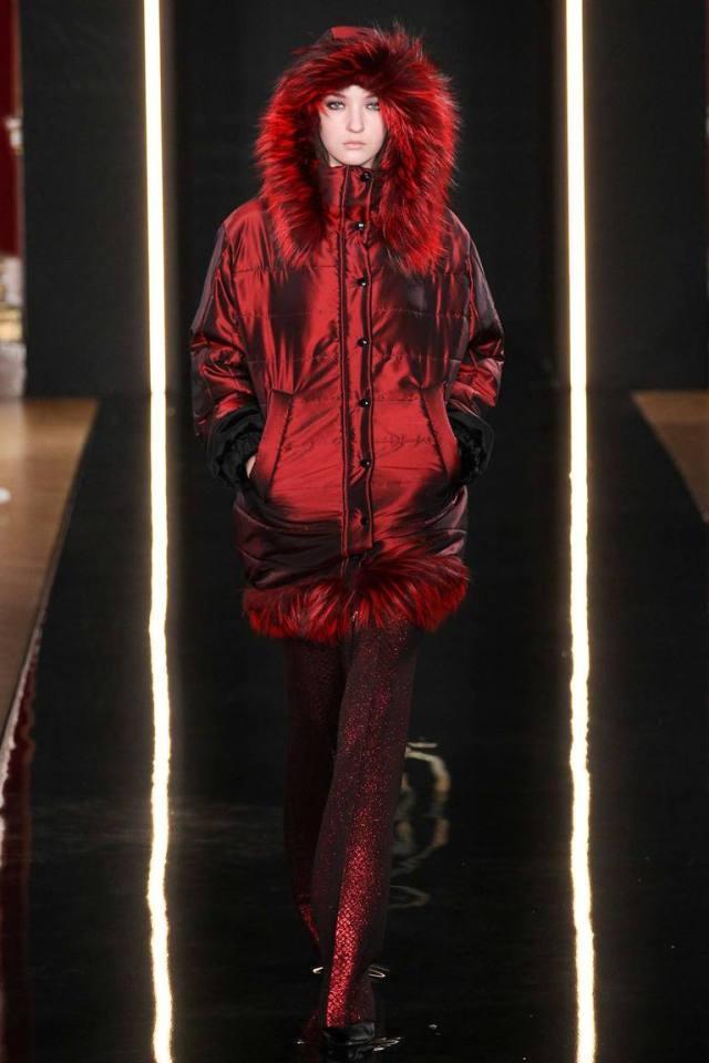 Красная блестящая модная женская куртка 2016 – фото новинка в коллекции Валентин Юдашкин