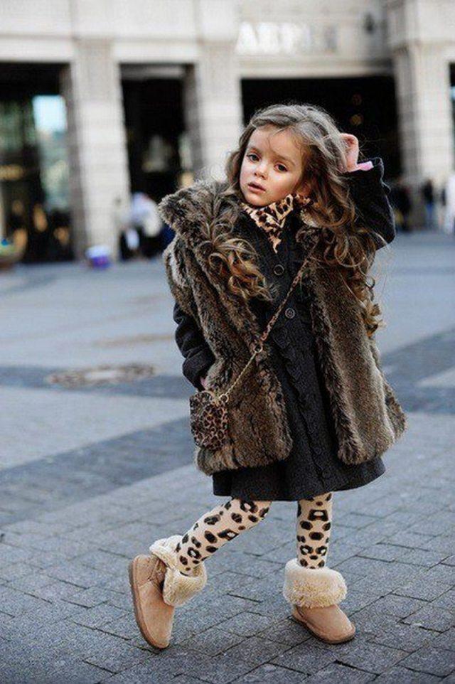 Маленькая модница в уггах