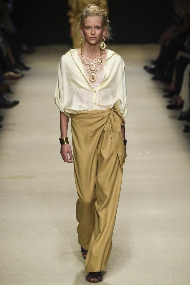 Белая модная блузка 2016 – фото новинка в коллекции Alberta Ferretti