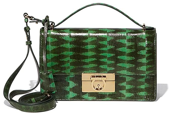 Зеленая модная сумочка от Salvatore Ferragamo