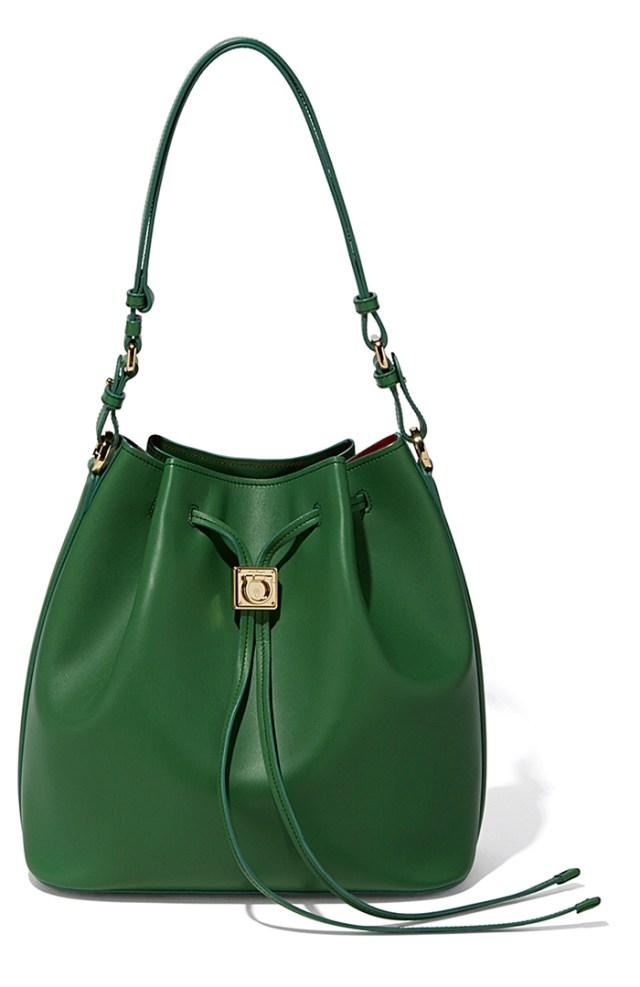 Зеленая модная сумка – фото новинка от Salvatore Ferragamo