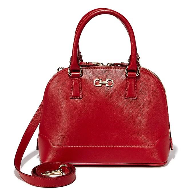 Красная модная изящная сумочка - фото новинки от Salvatore Ferragamo