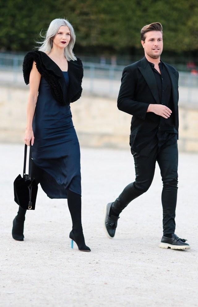 Черное платье футляр - модная модель фото