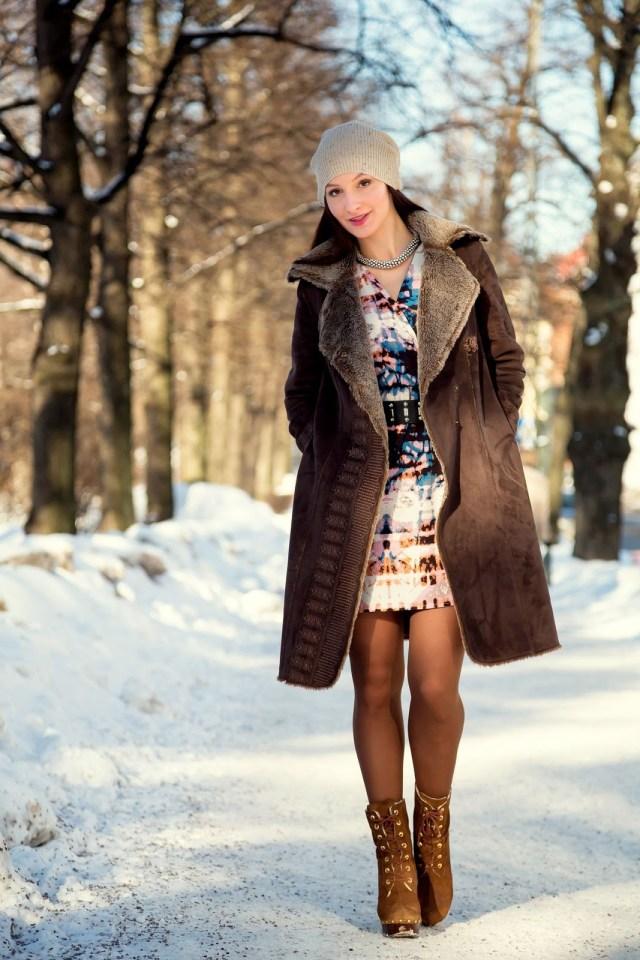 Сочетание элегантного стиля с шапкой бини – фото новинки и тренды сезона