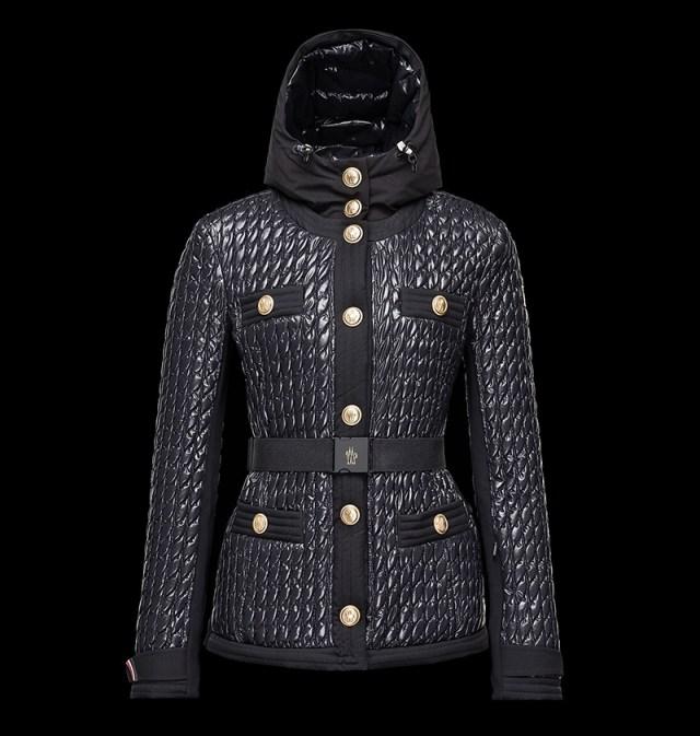 Стильная зимняя куртка в новой коллекции Монклер
