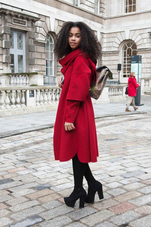 Фото новинки: красное пальто с капюшоном