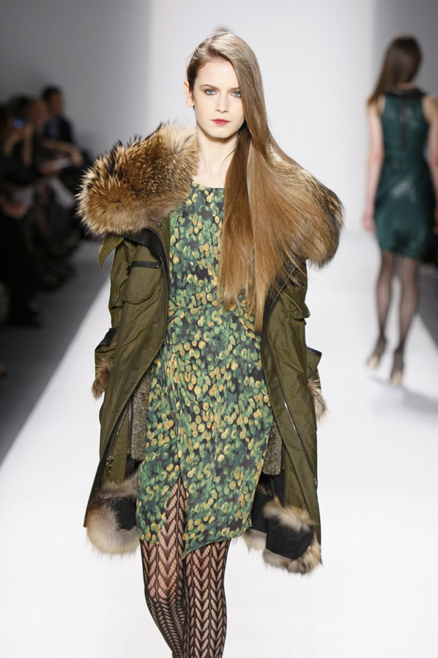 Фото модной куртки парки с платьем