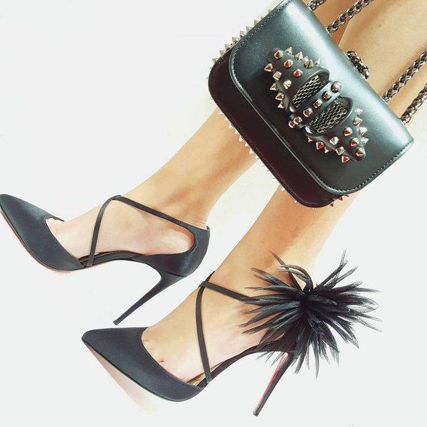 Роскошный лук с туфлями и сумкой от Кристиана Лабутена. Это красота и величество в каждом движении.