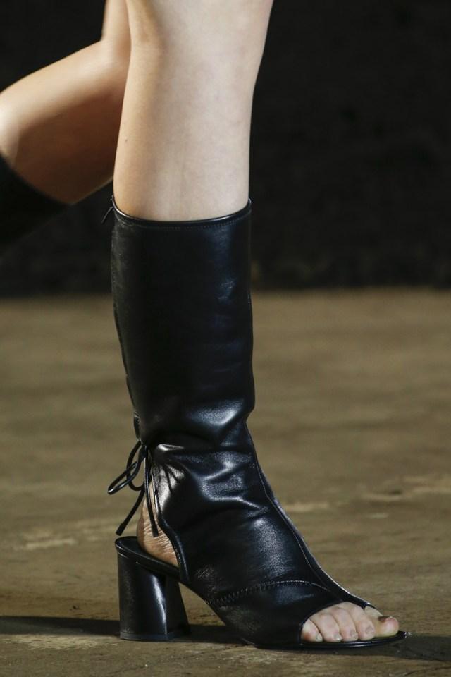 Черные сапоги с открытой носочной или пяточной частью из коллекции 3.1 Phillip Lim