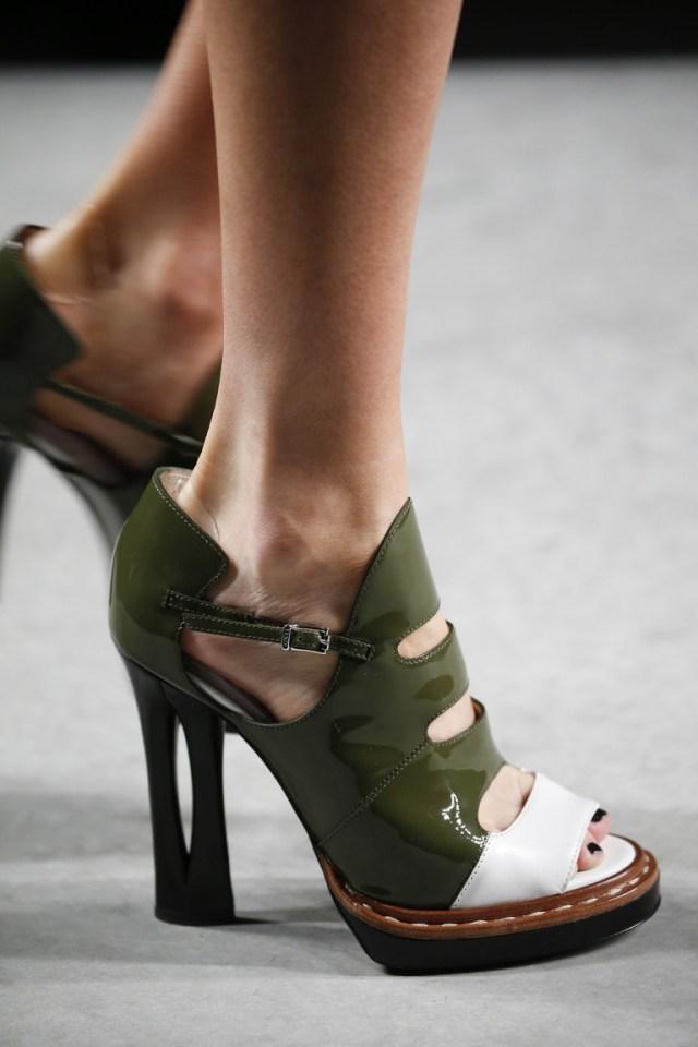 Веснв 2016-необычные туфли из коллекции Fendi