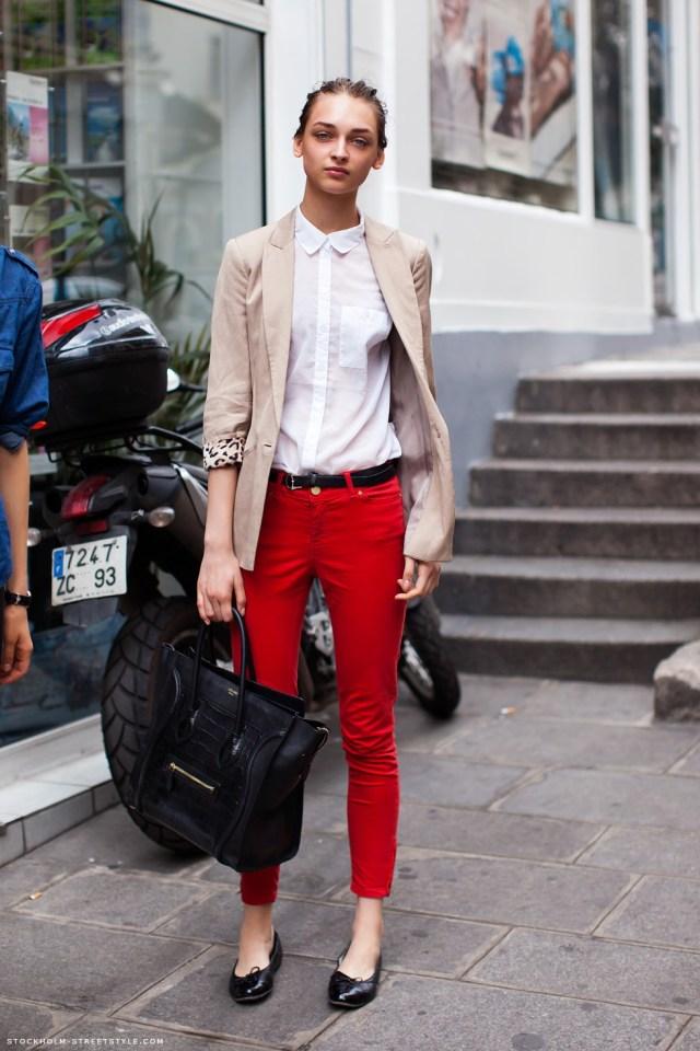 Красный цвет одежды с белым и бежевым - фото новинки и тренды сезона