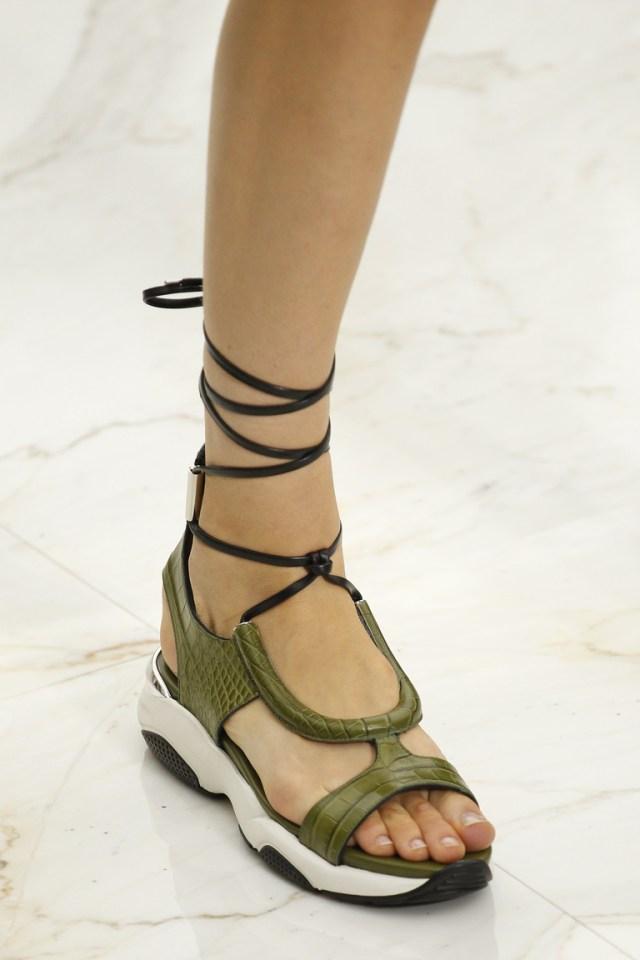 Весна 2016-шнурованные сандалии из коллкции Salvatore Ferragamo