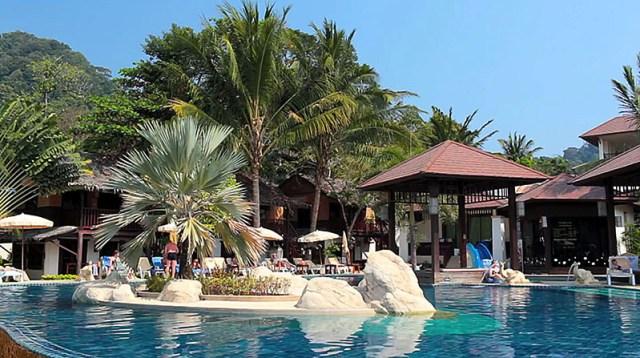 Таиланд. Основной поток туристов на острове появляется в зимний период времени, однако и летом там можно получить много приятных впечатлений.