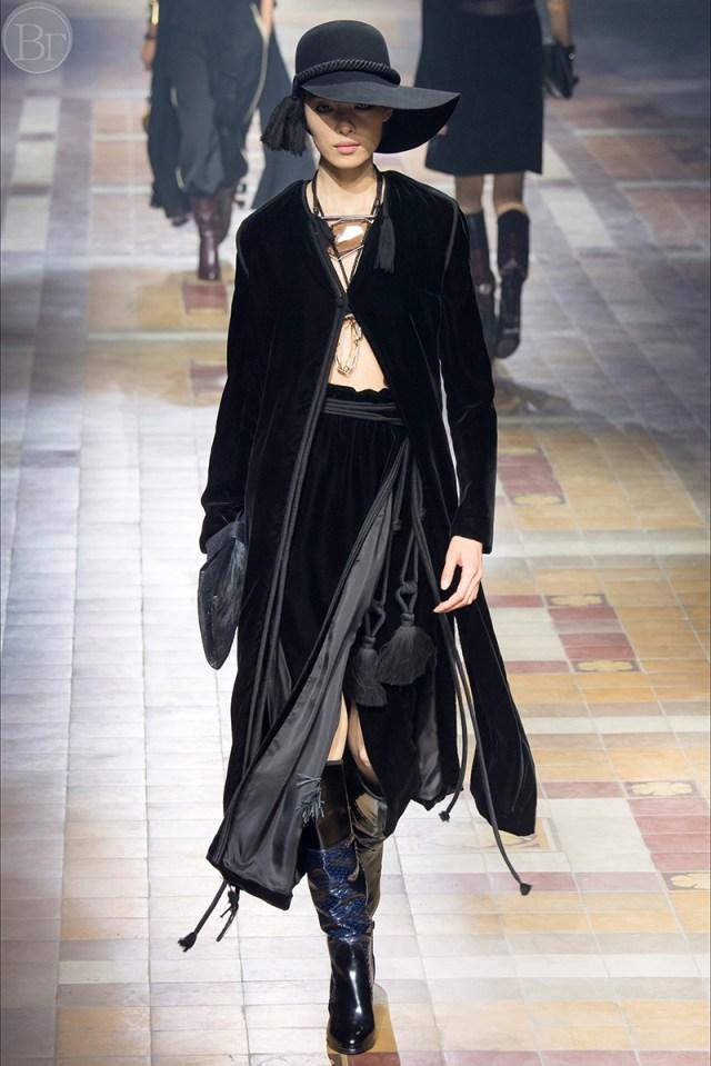 Модное бархатное пальто - фото новинки сезона