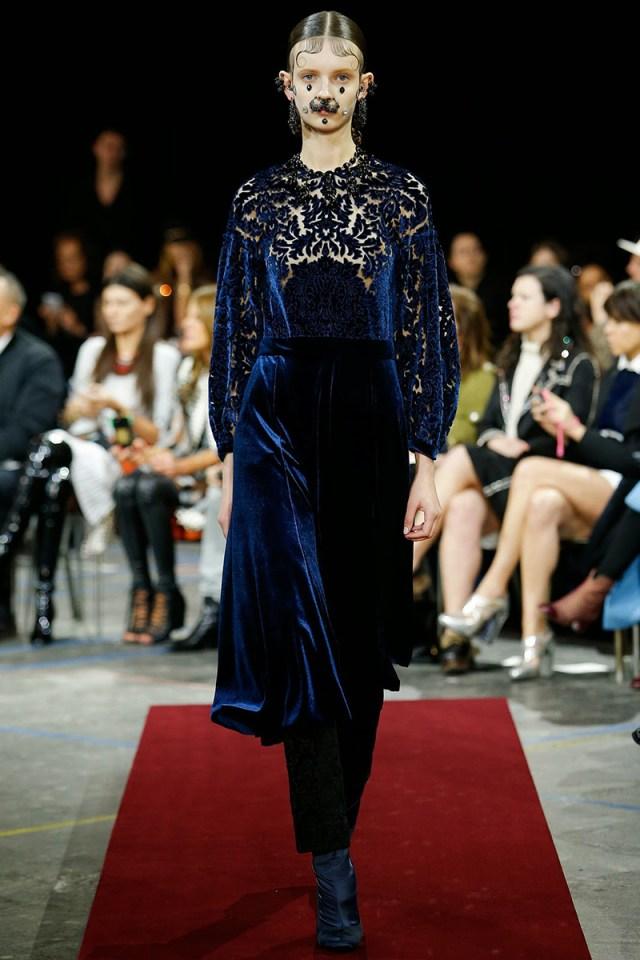 Главный тренд – бархат. Модное платье из бархата