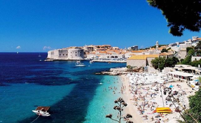 Кипр. Туристические центры Ларнака, Айя-Напа и Пафос подходят как для молодежного, так и для семейного отдыха.