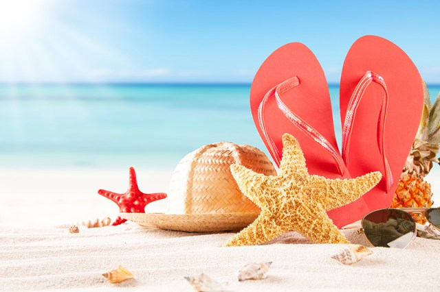 Удобная обувь-любимые балетки, лоферы или сандалии незаменима для летнего отпуска.