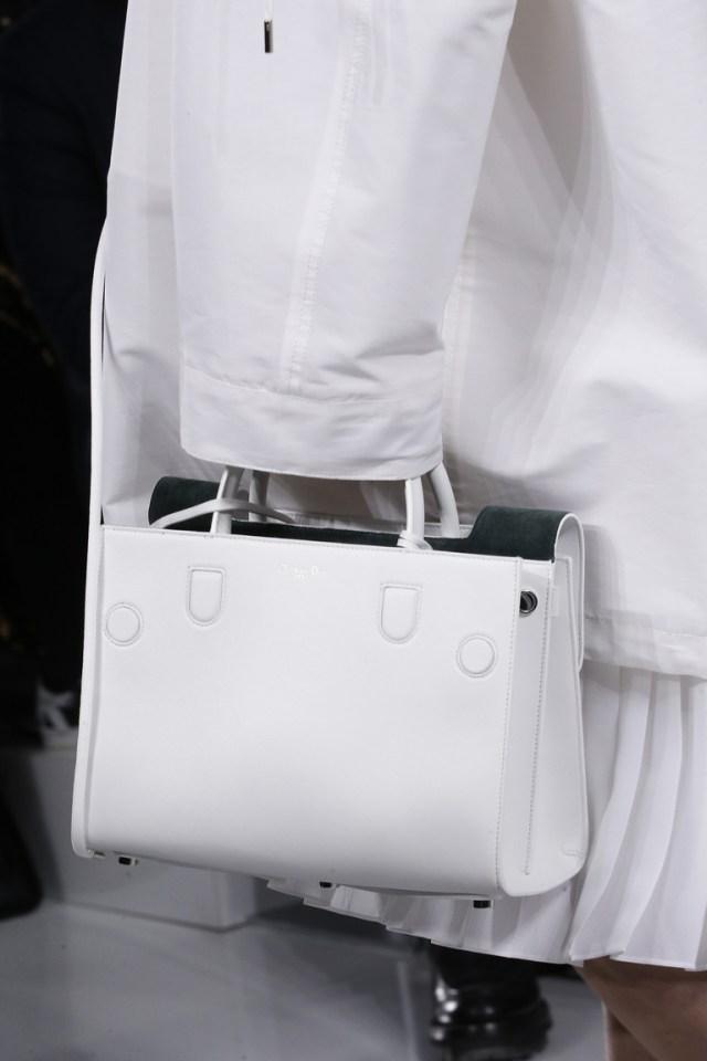 Модные сумки весна – лето 2016 - белая сумка из коллекции Chanel.
