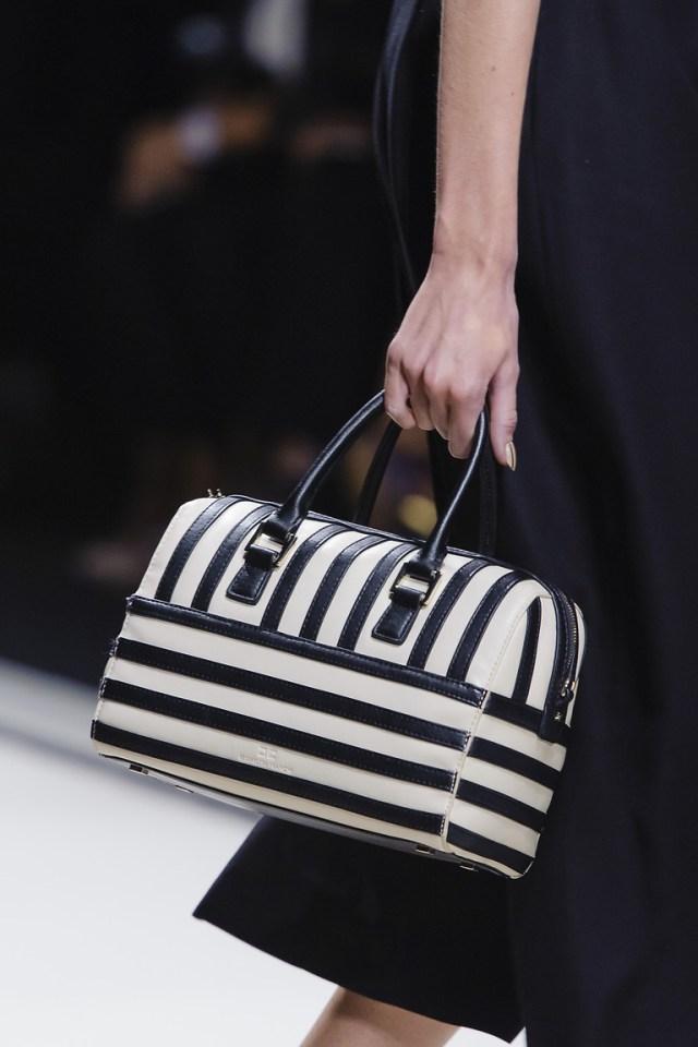 Модные сумки весна – лето 2016 - элегантная полосатая сумка из коллекции Elisabetta Franchi.