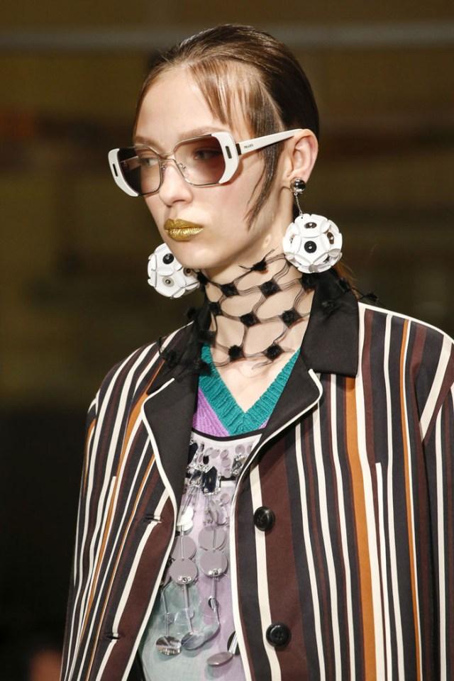 Очки и модные оправы бренда Prada, коллекция весна-лето 2016, примерить онлайн в Интернет-магазине.