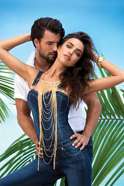 Новая летная коллекция Love Republic Ирина Шейк в удобном джинсовом комбинезоне.