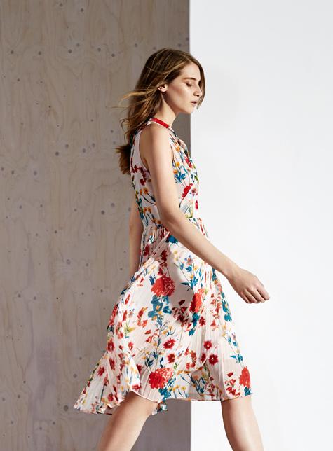 Новый модный LookBook весна-лето 2016 Karen Millen - платье с цветочным принтом.