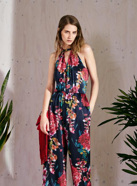 Новый модный LookBook весна-лето 2016 Karen Millen - комбинезон с цветочным принтом.