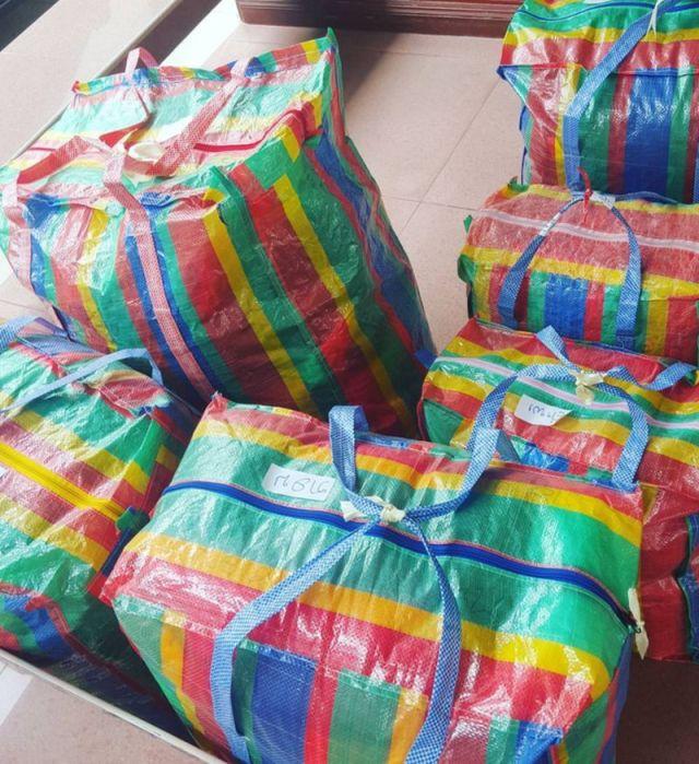 Коллекция сумок Balenciaga превзошла всех. Яркая палитра – розовый, желтый, голубой.