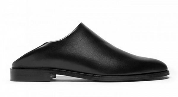 Туфли на низком каблуке черного цвета с открытой пяткой из коллекции Acuazzura.