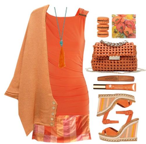 Модный лук 2016 - оранжевый жакет, удлиненный оранжевый топ и короткая юбка.