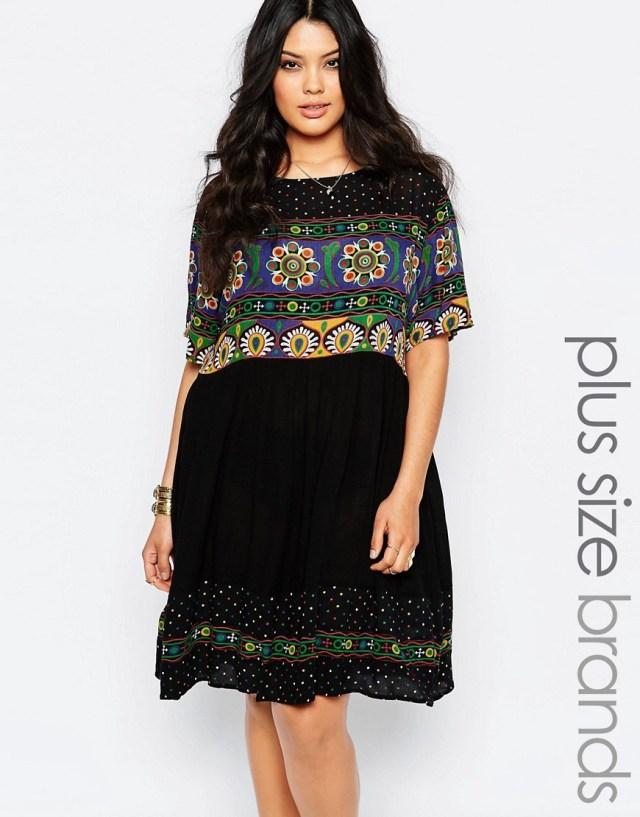 Мода для полных весна-лето 2016 легкое черное с цветочным принтом платье.