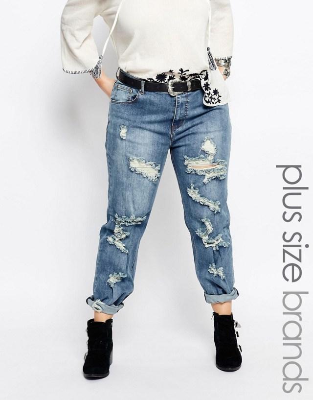Мода для полных весна-лето 2016 - рваные укороченные узкие джинсы.