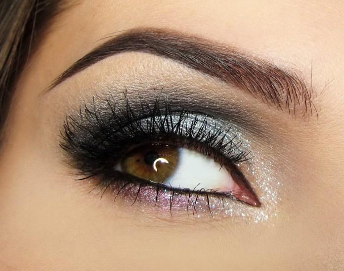 На фото: тени для карих глаз - очень органично смотрится серо - голубой цвет теней.